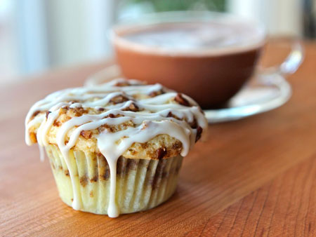 http://www.pbs.org/food/files/2013/04/shiksa-coffee-cake-cupcakes.jpg