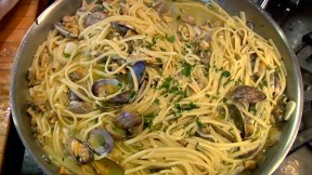 Linguine with White Clam Sauce recipe