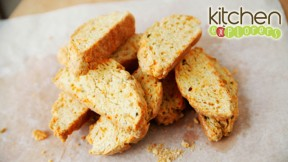 kitchen-explorers-cheddar-garlic-biscotti640x360
