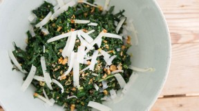 kale-salad-almond640x360