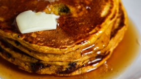 chocolate-chip-pumpkin-pancakes640x360
