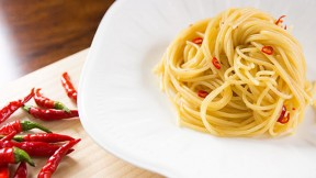 spaghetti-aglio-olio640x360