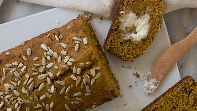 It's Fall! Let's Bake Pumpkin Bread!