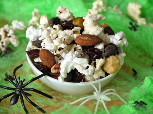 Weelicious-Popcorn-Trail-Mix