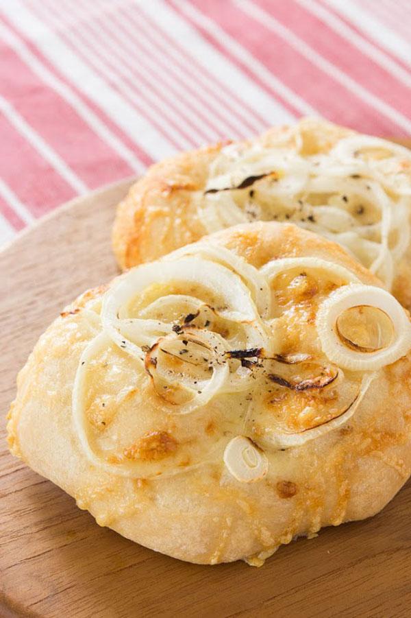 Spring Onion and Gruyere Pizza recipe