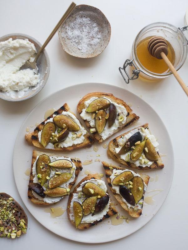 Roasted Fig and Ricotta Crostini recipe