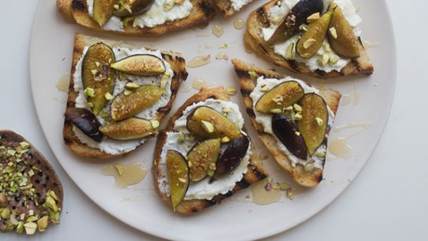 Roasted Fig and Ricotta Crostini recipe