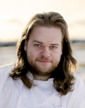 Headshot of Chef Magnus Nilsson