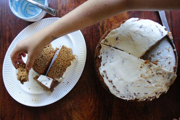 groaning-cake-3