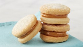 Alfajores de dulce de leche recipe latin american recipes pbs food alfajores recipe alfajores are a traditional latin american forumfinder Gallery