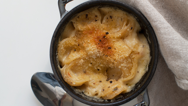 Smoked Cheddar Black Pepper Mac 'n Cheese recipe