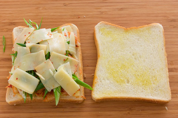 kimchi-grilled-cheese-5