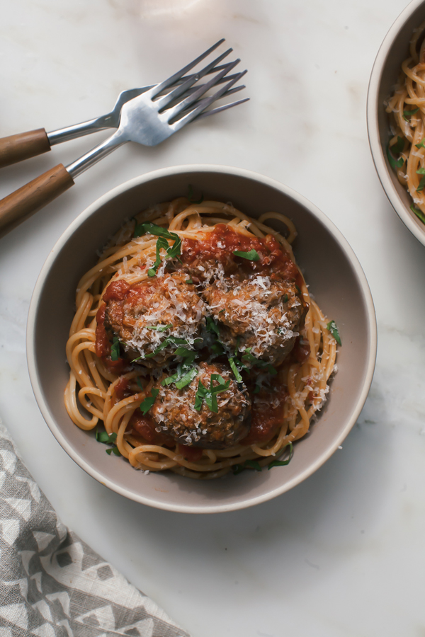 Serve Spaghetti and Meatballs for Two to have your romantic Lady and the Tramp moment at home!