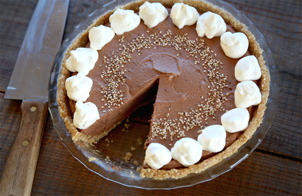 This No-Bake Tahini Chocolate Mousse Pie recipe is a rich, velvety dessert that tastes like peanut butter cream pie.