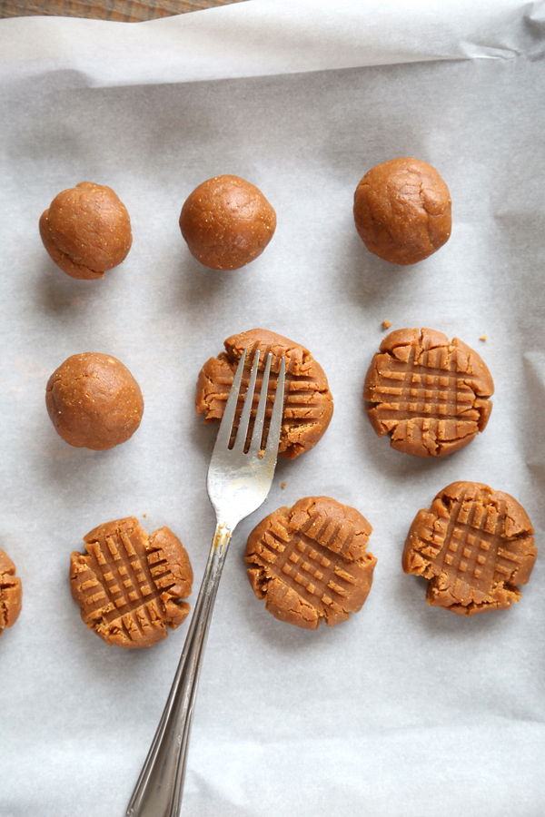 This Flourless Peanut Butter Cookies Recipe Is A Quick One Bowl Thats Ready In