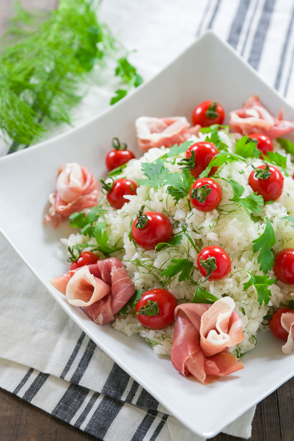 Insalata Sushi is a Japanese style known as chirashi sushi featuring vinegared sushi rice, but this version includes prosciutto.