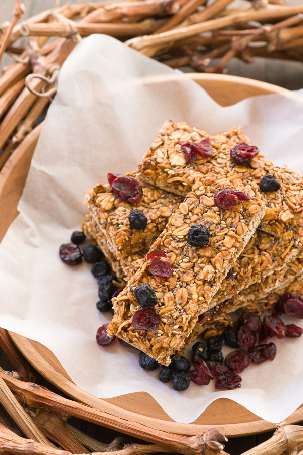 Peanut Butter Date Bars are homemade energy bars loaded with fiber, protein, minerals and antioxidants.