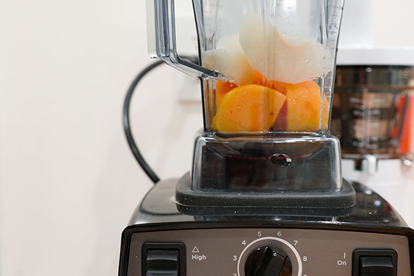 This Autumn Juice recipe combines persimmons and pears create a light, floral beverage.
