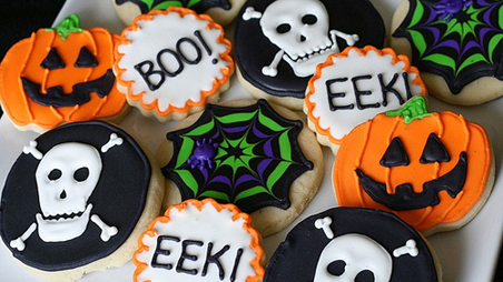 if you have time and love a creative challenge these halloween themed cookies from annies eats would make lovely party favors - Halloween Themed Pictures