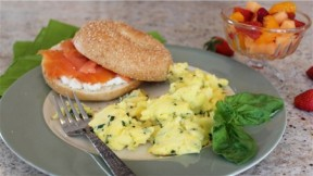 Light-and-Fluffy-Scramble-Eggs-3