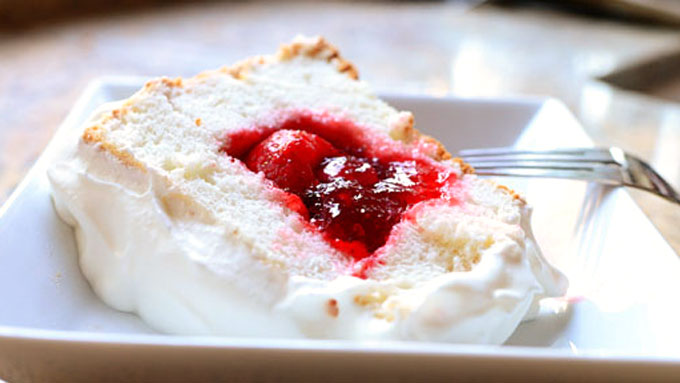 Ree-Drummond-Strawberry-Sparkle-Cake