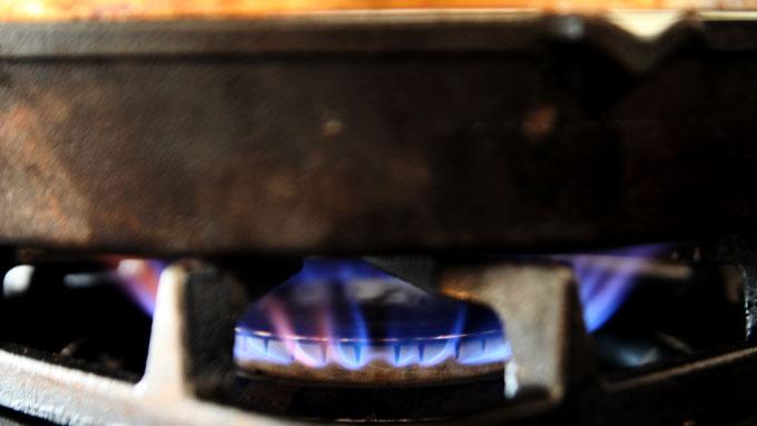 cast-iron-pan-blue-flame