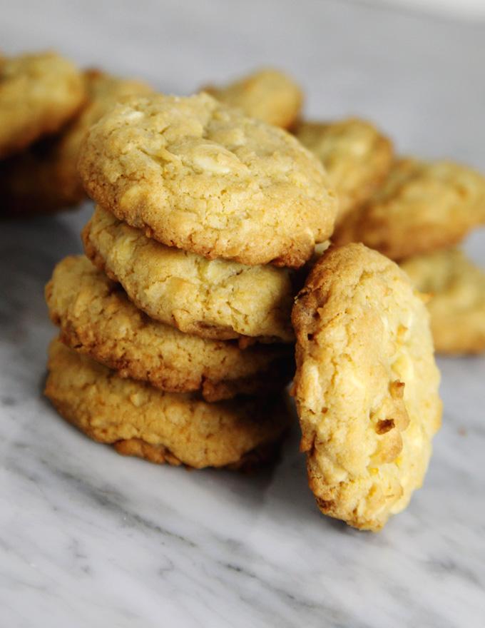 white-chocolate-coconut-cookies