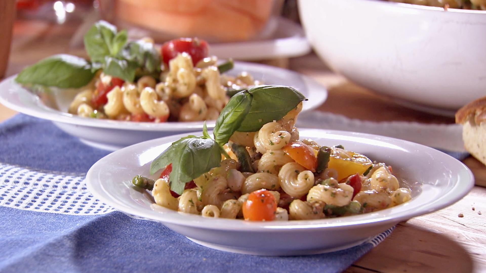 Pasta Salad with Tomato, Mozzarella and Green Beans  (Insalata di Cavatappi, Mozzarella, Pomodori e Fagiolini)