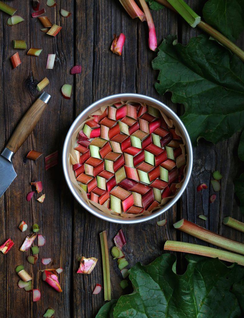 Rhubarbe dans une casserole.