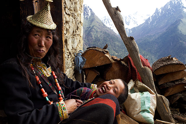 Peyangki and mother, in Happiness