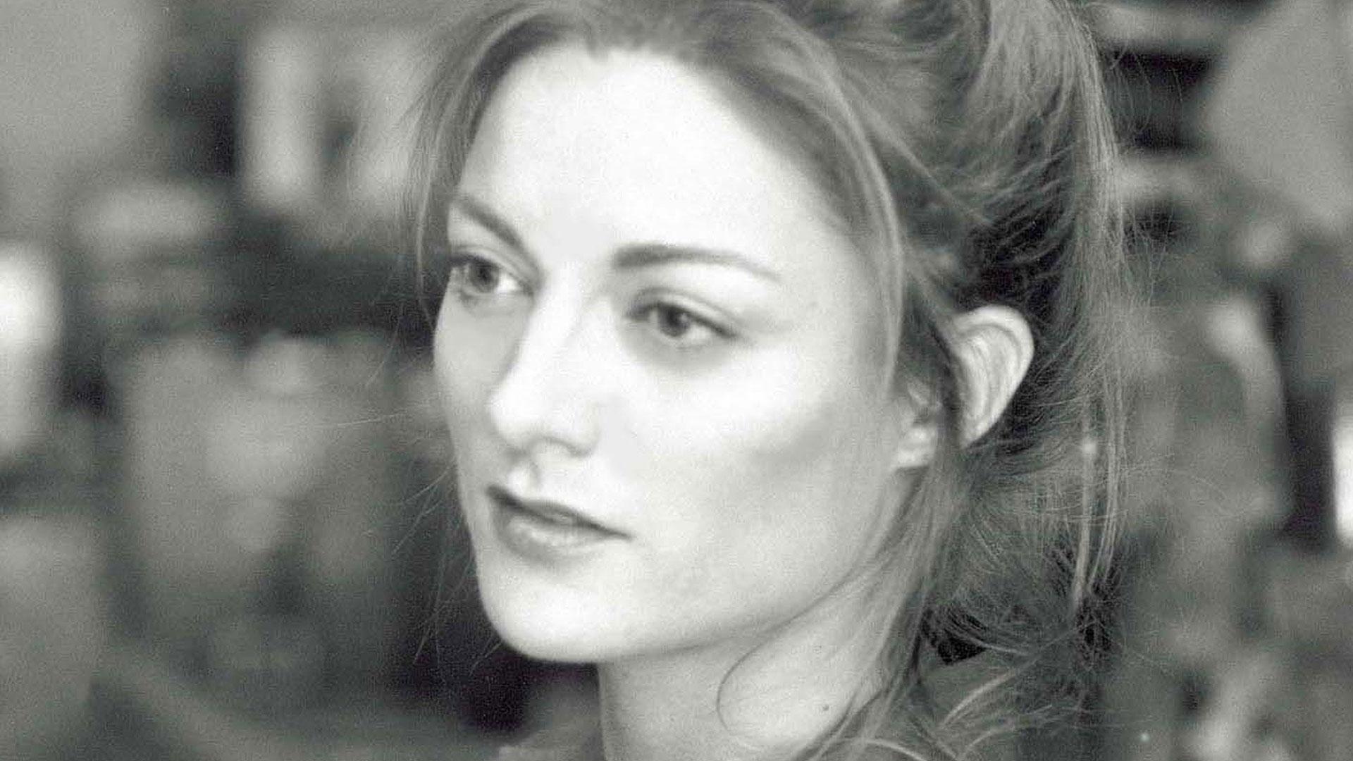 Headshot of Waste Land director Lucy Walker