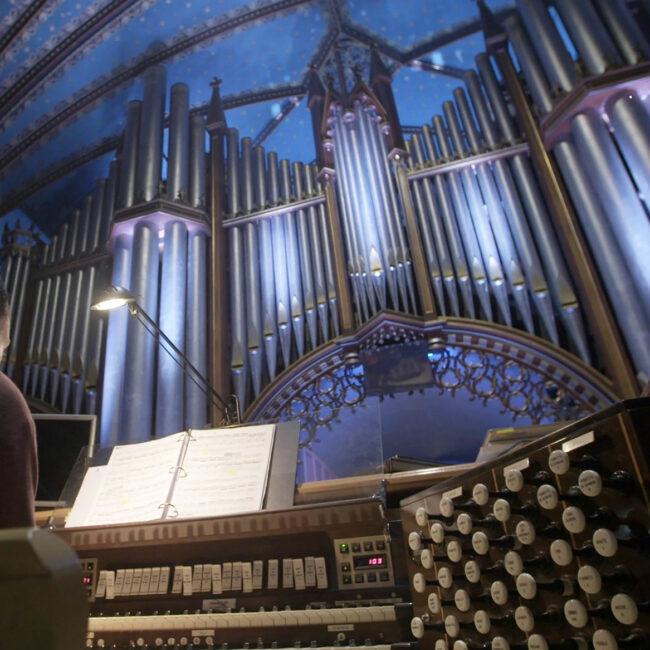 huge Pipe Organ in Montreal church