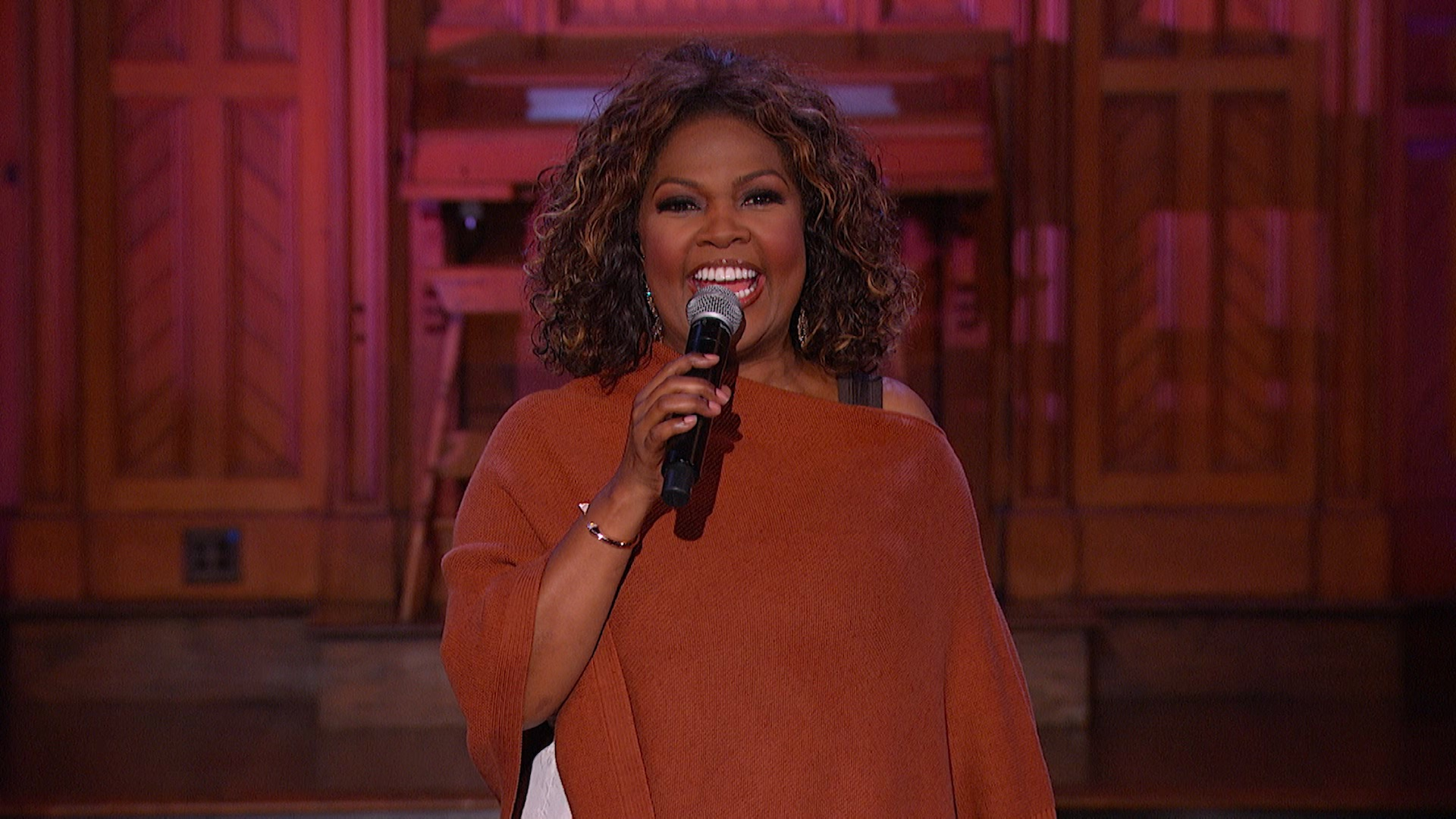 CeCe Winans Performs