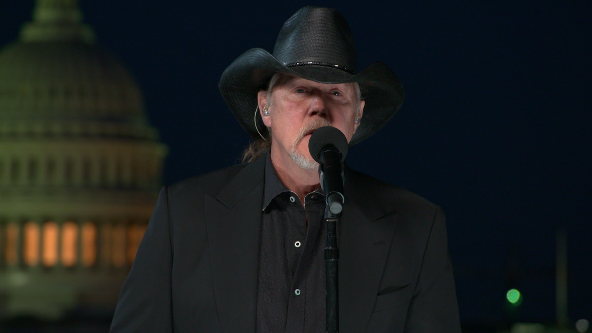 Trace Adkins Performs