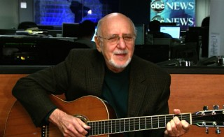 "Peter Yarrow sings ""If I had a Hammer"""