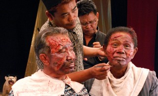 Anwar Congo (right) has his makeup done. Courtesy: Drafthouse Films