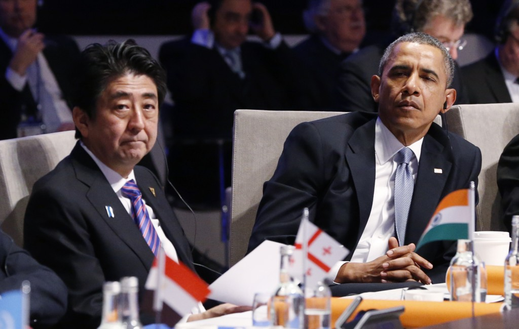 Japan's Prime Minister Shinzo Abe and U.S. President Barack Obama (R) attend the Nuclear Security Summit in The Hague March 24, 2014.    REUTERS/Yves Herman