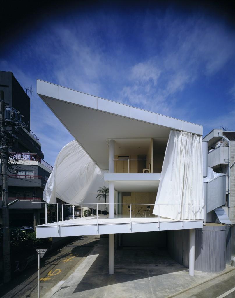 Photo by Hiroyuki Hirai courtesy of Shigeru Ban Architects