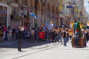 Protesters head to Taksim Square in Istanbul, Turkey in June, 2013. Photo by Flickr user Alan Hilditch
