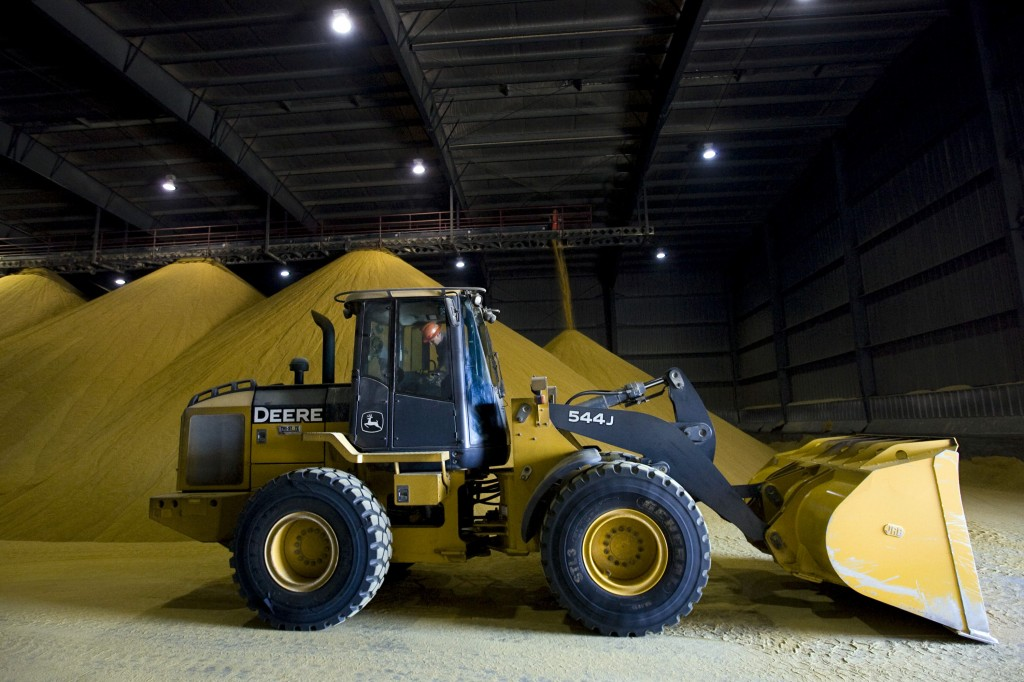 A front end loader handles Distillers dried grain, a co-product of ethanol production used as animal feed, at the Mid Missouri Energy ethanol plant in Malta Bend, Missouri in 2010. Photo by Patrick Fallon/Bloomberg