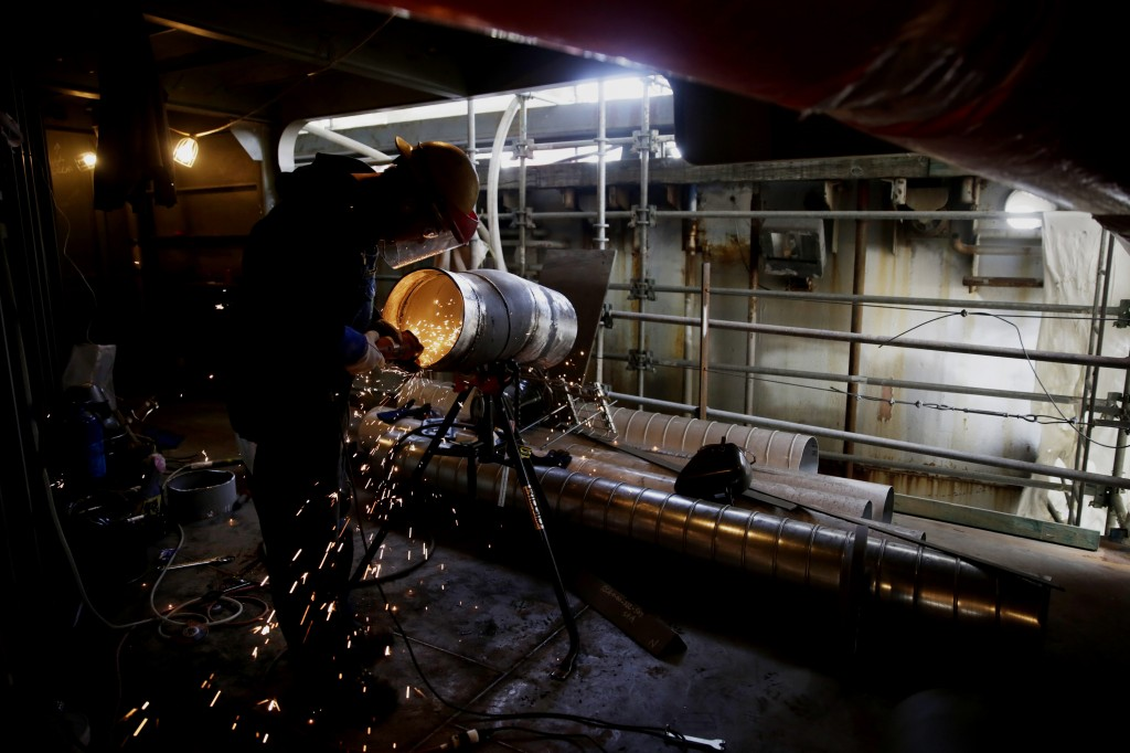 Manufacturing apprenticeship programs put young workers on the path to a career, whereas college graduates can languish without a job. Photo by Bloomberg via Getty Images.