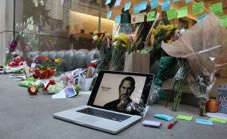 Mourners Remember Steve Jobs In Chicago