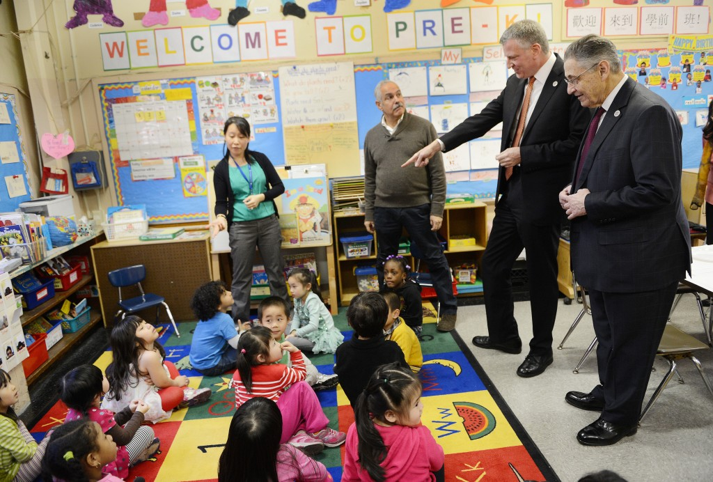 New York City mayor Bill de Blasio and Assembly Speaker Sheldon Silver visit a pre-K classroom in Manhattan in April. Photo by Susan Watts-Pool/Getty Images