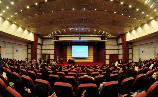 A lecture hall at Dalian University of Technology in China. Photo by Michael Saechang/Flickr