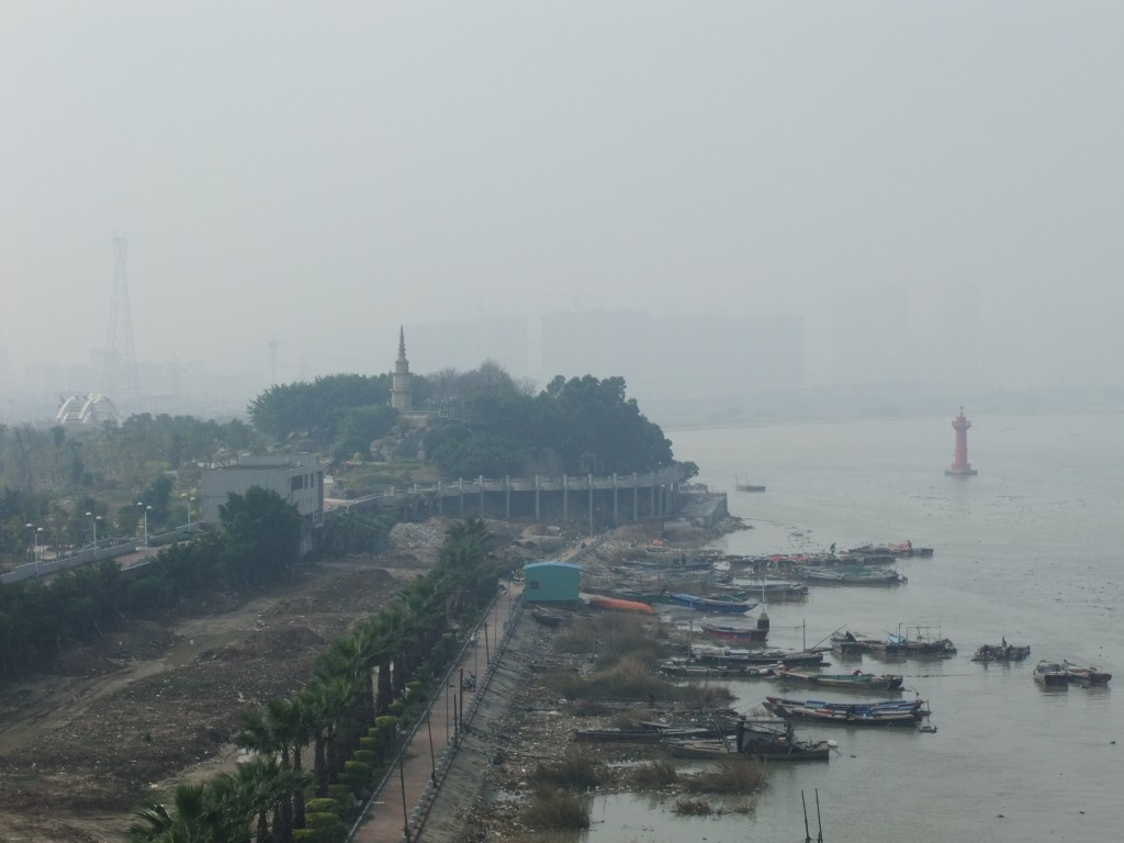 Fujian's Jin River, seen from Quanzhou's Zitong Bridge, looking upstream. Authorities shut off tap water in the region due to pollution of an unknown origin. Photo from wikimedia commons