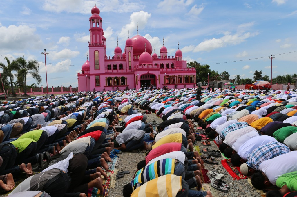 Filipino Muslims pray outside a Mosque in Datu Saudi town as Muslims begin fasting for Ramadan on June 27, 2014 in Maguindanao, Philippines. Photo by Jeoffrey Maitem/Getty Images