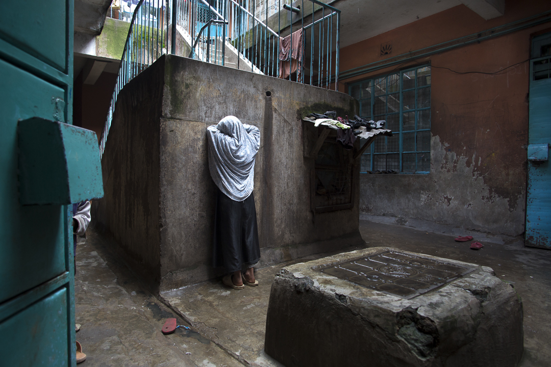 A refugee girl counts to 10 while her six siblings hide in the courtyard of their apartment complex in Nairobi, Kenya. Photo by Amy Toensing