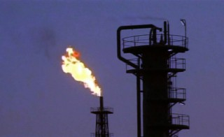 iraq1_oilrefinery_fire