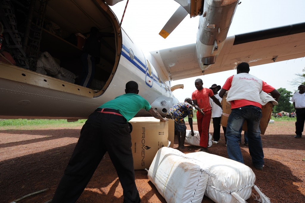 Aid is delivered in Doruma, Democratic Republic of Congo in 2009. Photo by Flickr user Julien Harneis.