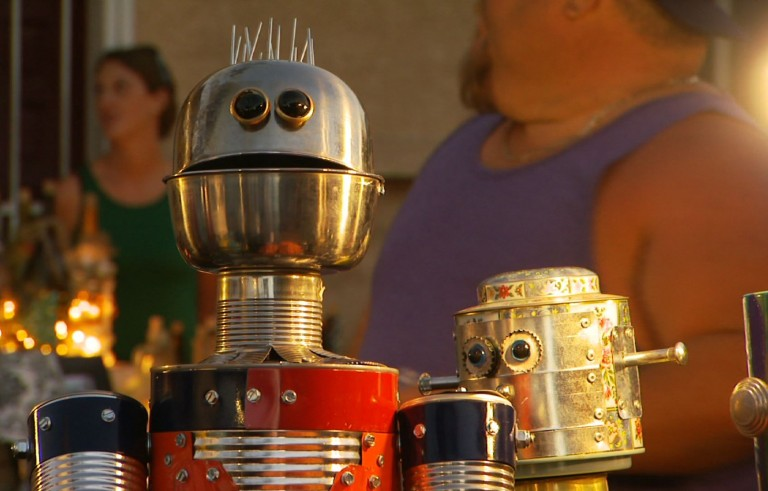 Robot sculptures feed the homeless in Phoenix